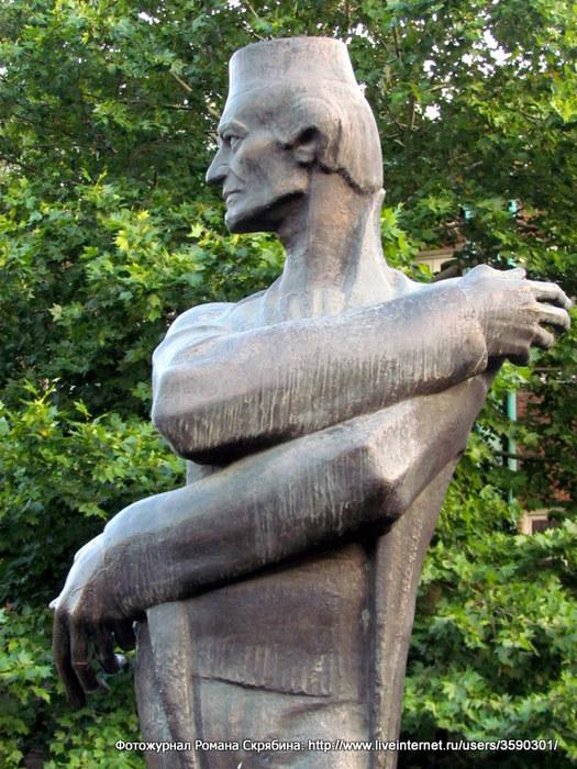 25. Памятник архитектору Шота Кавлашвили-001 (525x700, 140Kb)