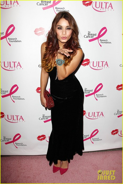 vanessa-hudgens-donates-a-kiss-at-ulta-beauty-event-04 (468x700, 83Kb)
