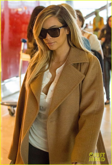 kim-kardashian-north-wests-picture-is-iphone-lock-screen-07 (475x700, 93Kb)