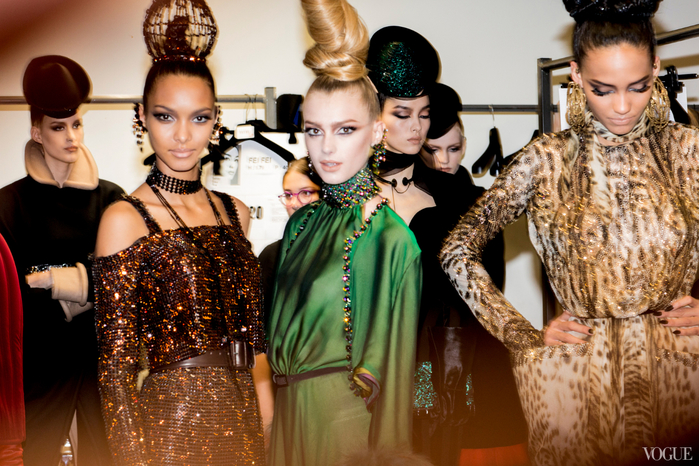 jean-paul-gaultier-fall-2013-couture-candids-09_095547759028 (700x466, 477Kb)