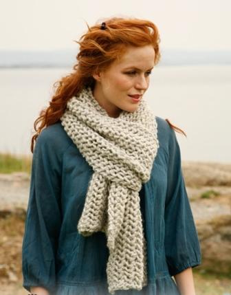 Вязаный шарф и берет спицами с