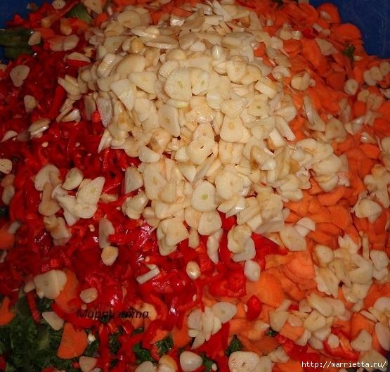 Салат из зеленых помидор с морковкой (13) (555x529, 240Kb)