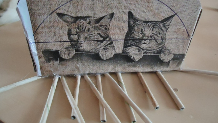 Плетение из газет. Шкатулка-сундучок из коробки. Мастер-класс (10) (700x393, 190Kb)