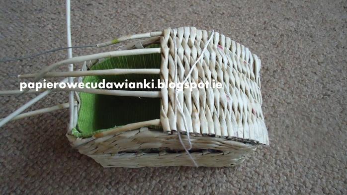 Плетение из газет. Шкатулка-сундучок из коробки. Мастер-класс (24) (700x393, 231Kb)