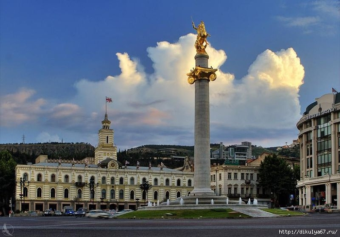 800px-Tavisupleba_square._Monument_of_St._George (700x489, 229Kb)