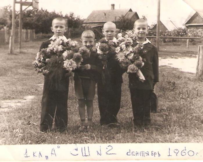 я-07-выпускники детсада 1-а кл-сентябрь 1960 001 (700x558, 62Kb)