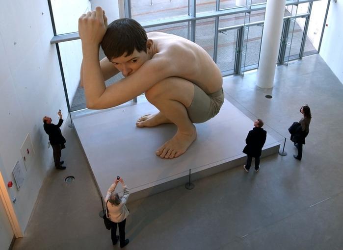скульптуры Рона Мьюека (700x510, 204Kb)