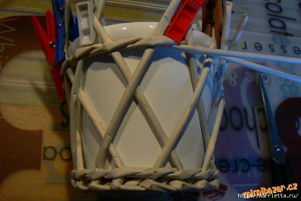 Плетение из газет. Винтажное кашпо из газетных трубочек. Идеи и мастер-класс (18) (600x401, 111Kb)