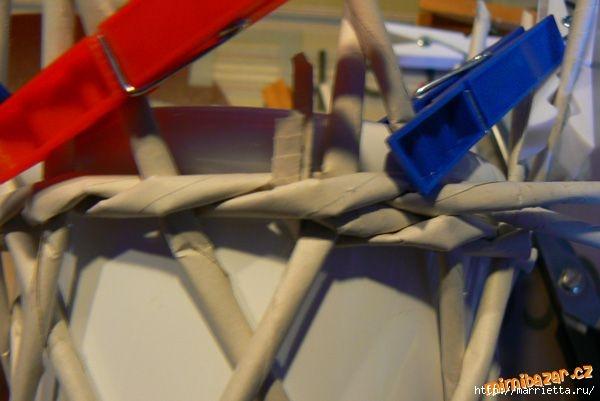 Плетение из газет. Винтажное кашпо из газетных трубочек. Идеи и мастер-класс (20) (600x401, 106Kb)