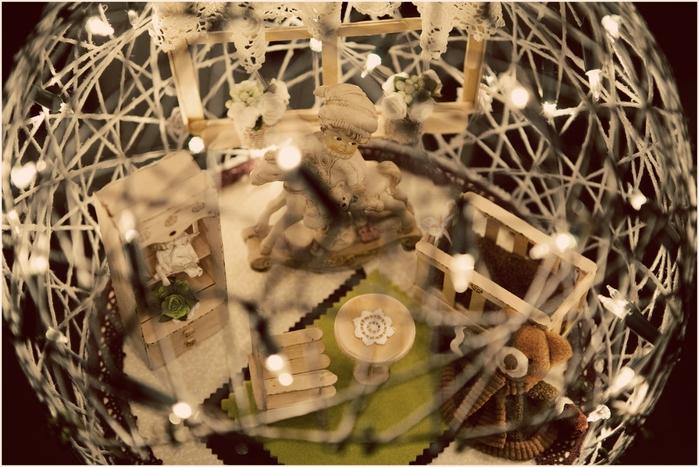 Замечательный ночник и новогодние елочные игрушки из ниток (19) (700x467, 285Kb)