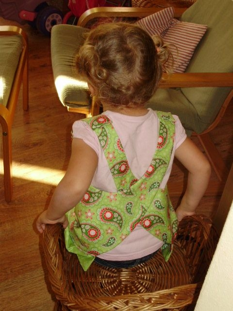 Шьем сами фартушек для маленькой девочки. Мастер-класс (5) (480x640, 182Kb)