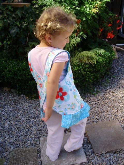 Шьем сами фартушек для маленькой девочки. Мастер-класс (24) (480x640, 222Kb)