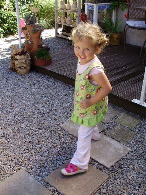 Шьем сами фартушек для маленькой девочки. Мастер-класс (26) (480x640, 227Kb)