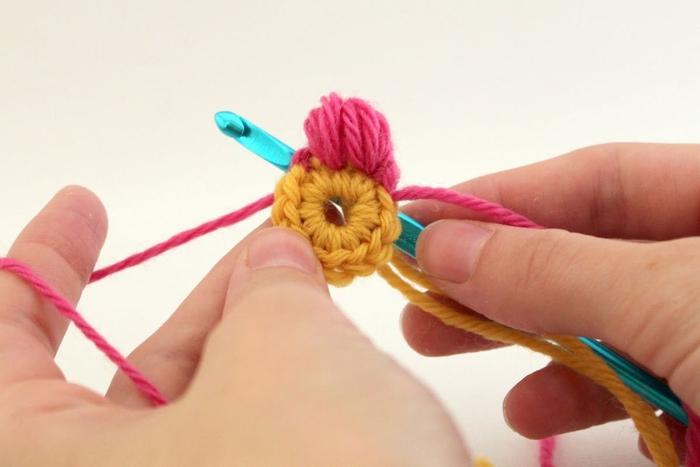 Цветок из пышных столбиков для жакета *Цветочный каракуль*- мастер-класс для сайта *Модное вязание*,http://modnoevyazanie.ru.com/