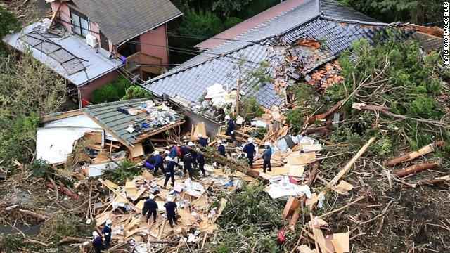 131016031257-japan-typhoon-wipha-houses-story-top (640x360, 140Kb)