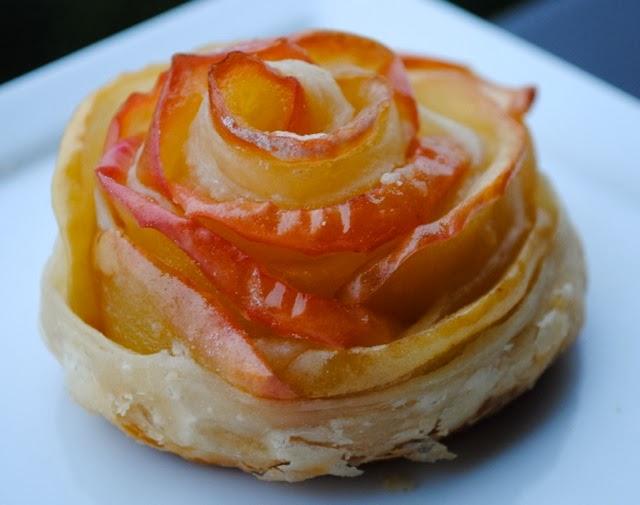 Слойки с яблоками розочки из готового слоеного теста рецепт