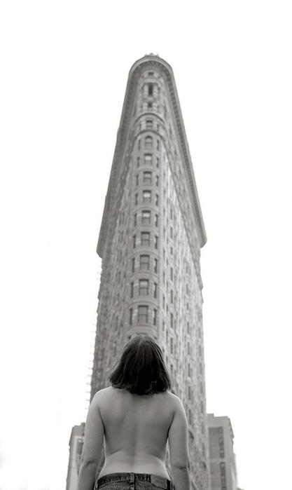 топлес в нью-йорке 10 (417x700, 81Kb)