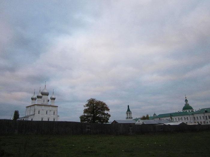 02 Спасо-Яковлевский монастырь в Ростове (700x525, 144Kb)