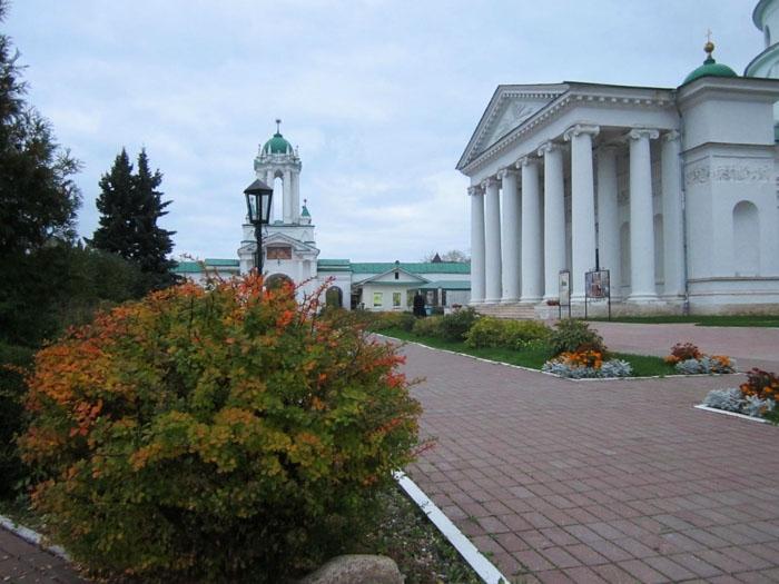 11 Спасо-Яковлевский монастырь в Ростове (700x525, 243Kb)