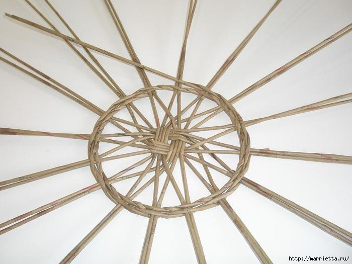 Плетение из газет. Интересный вариант плетния для панно или крышки корзинки (11) (700x525, 140Kb)