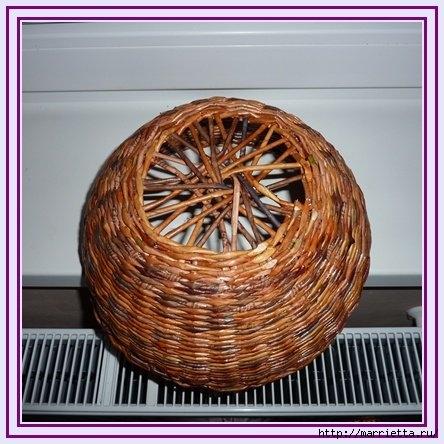 Плетение из газет. Интересный вариант плетния для панно или крышки корзинки (15) (444x444, 135Kb)