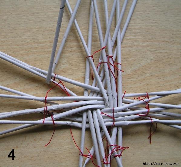 Плетение из газет. Интересный вариант плетния для панно или крышки корзинки (24) (598x550, 243Kb)