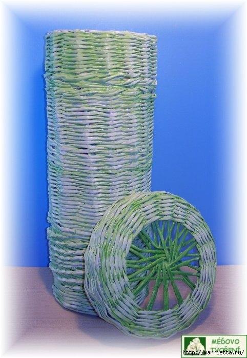 Плетение из газет. Интересный вариант плетния для панно или крышки корзинки (45) (482x698, 181Kb)
