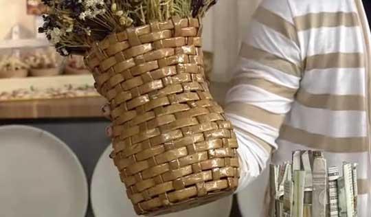 Плетение из газетных полосок. Вазочка для сухоцветов (20) (540x316, 92Kb)