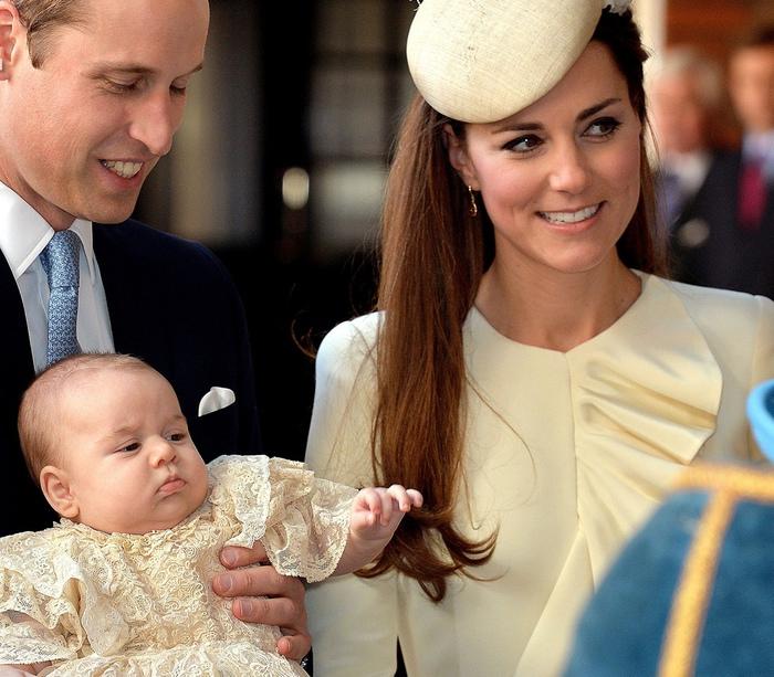 Великобритания. Лондон. 23 октября 2013. крещение принца Джорджа Кембриджского. (AFP PHOTO JOHN STILLWELL) (700x613, 189Kb)