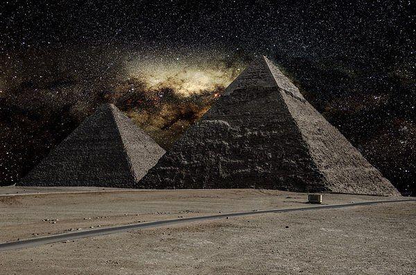 млечный путь над пирамидами в Гизе, Египет (600x397, 75Kb)