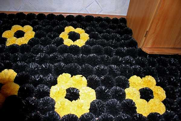 plastic-bag-recycling-pompons-floor-mat-1 (600x400, 32Kb)