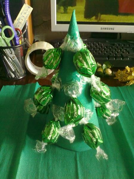 елка из конфет (6) (450x600, 215Kb)