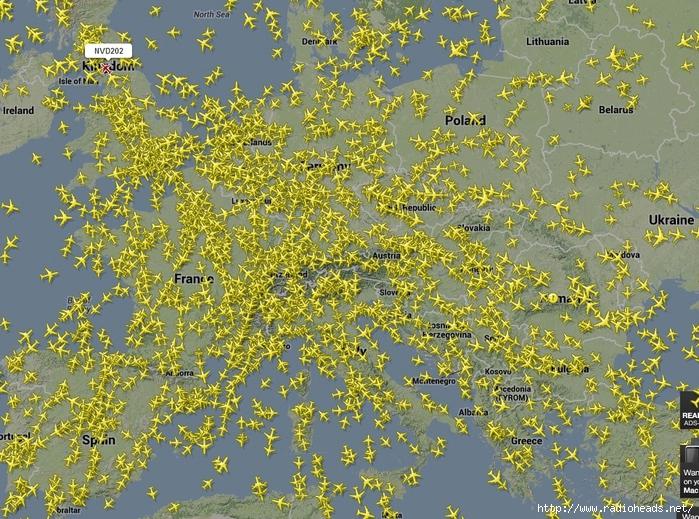 Flightradar24.com - Live flight tracker! - Google Chrome 2013-10-27 13.54.57 (700x519, 447Kb)