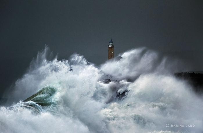 маяк в шторм фото марина кано (700x459, 189Kb)