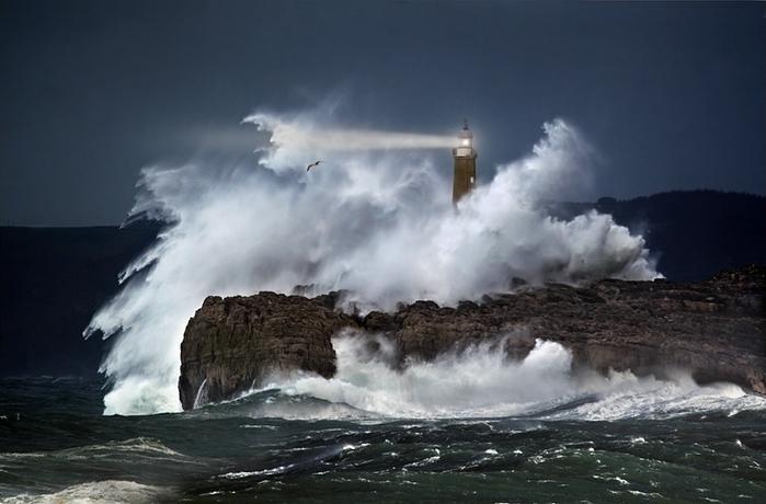 маяк в шторм фото марина кано 1 (700x460, 192Kb)