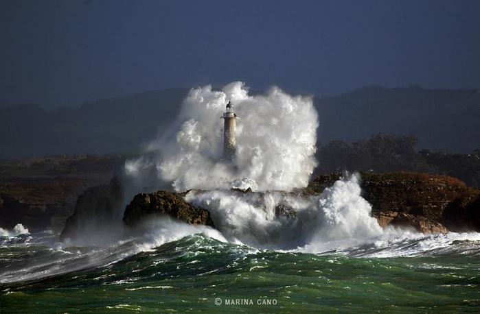 маяк в шторм фото марина кано 8 (700x458, 215Kb)