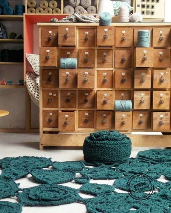 crochet-designs-floor-rugs-handmade-decorative-accessories-11 (562x700, 291Kb)