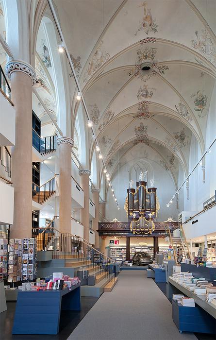 книжный магазин в церкви фото (445x700, 407Kb)