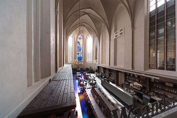 книжный магазин в церкви фото 4 (570x380, 209Kb)
