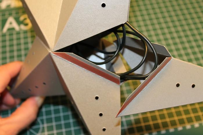 Светящаяся рождественская звезда из картона своими руками (11) (700x466, 207Kb)