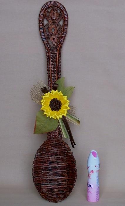 Плетение из газет. Декоративная ложка с подсолнухом в технике канзаши (20) (425x700, 188Kb)