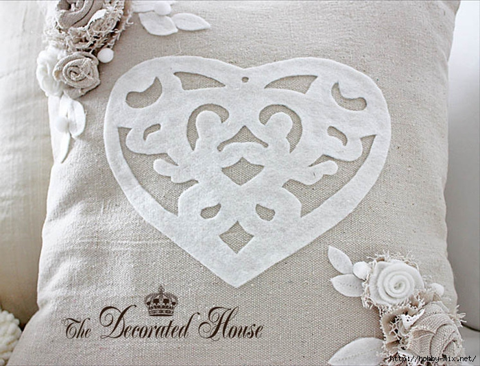 91687240_The_Decorated_House_Valentines_Day_Pillow_Heart_Cut_Out (700x534, 269Kb)