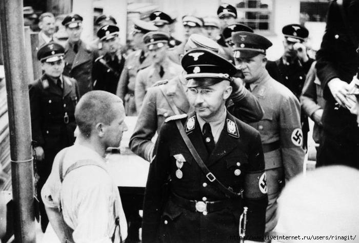 Bundesarchiv_Bild_152-11-12,_Dachau,_Konzentrationslager,_Besuch_Himmlers (700x475, 205Kb)