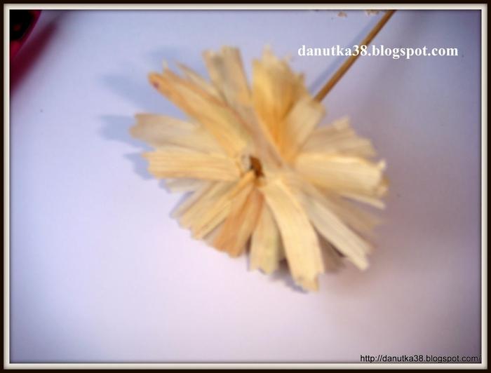 цветы из тыквенных семечек и листьев кукурузы (33) (700x532, 146Kb)