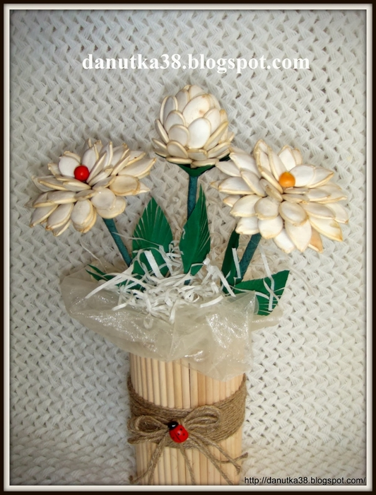 цветы из тыквенных семечек и листьев кукурузы (42) (532x700, 279Kb)