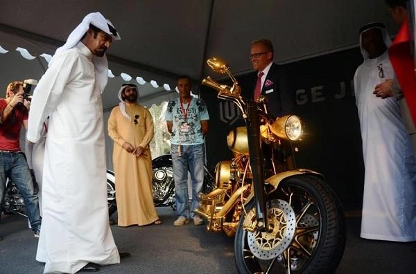 золотой мотоцикл Lauge Jensen фото 1 (600x396, 141Kb)