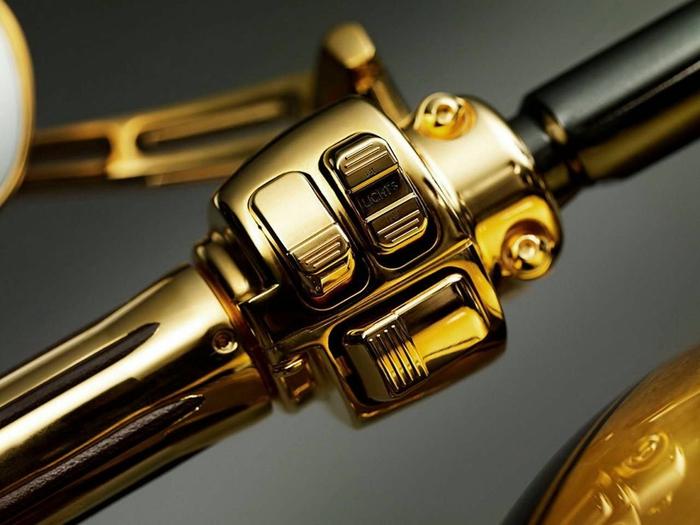 золотой мотоцикл Lauge Jensen фото 3 (700x525, 211Kb)