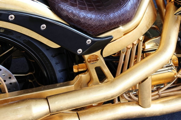 золотой мотоцикл Lauge Jensen фото 4 (600x399, 155Kb)
