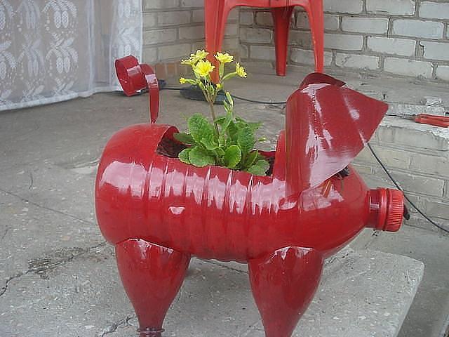 Украсить двор своими руками пластиковыми бутылками