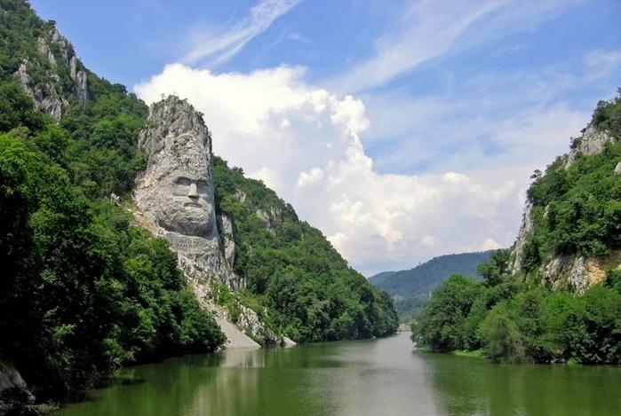 памятник царю децебалу румыния (700x469, 245Kb)